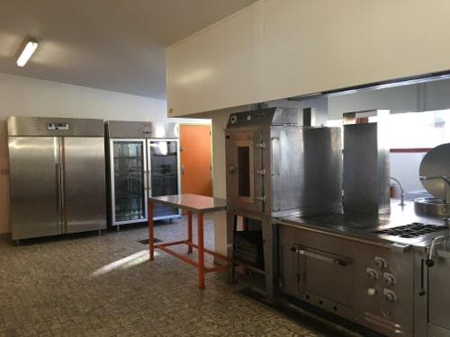 cuisine et frigos salle des fetes du pontet